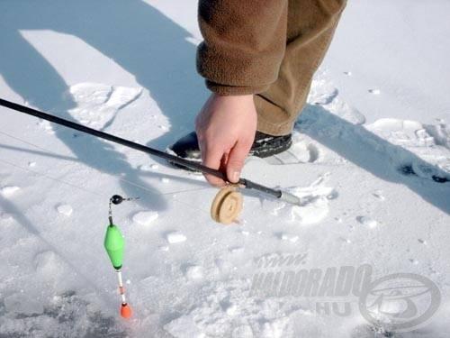 Persze hosszú, 3-4 méteres botokat nem fog megtartani a csavar, de a léki horgászathoz szükséges fél-másfél méter hosszúságú botokat már igen