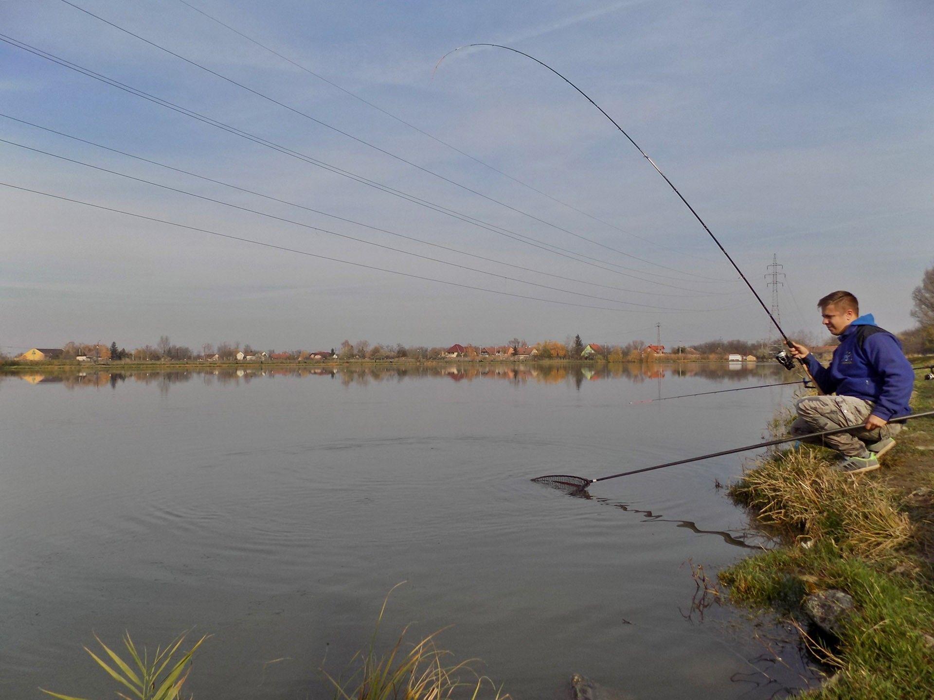 A gyors, ütemes horgászat miatt a halak szépen beálltak elém, ennek eredményeként egyik halat szákolhattam a másik után