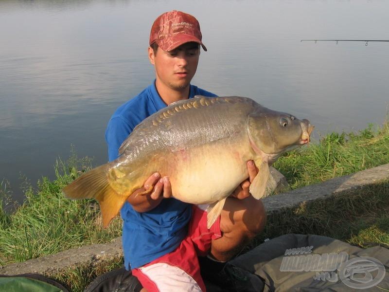 Megindult végre a hal a gáton! Szomszédom, Norbi egy csodás, 12 kilós tükörponttyal