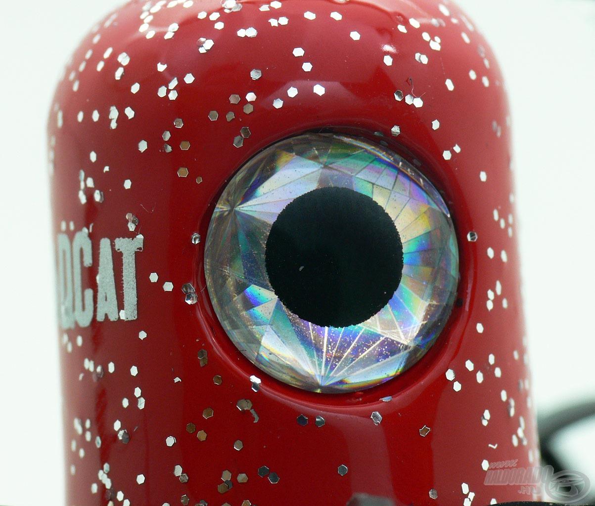 A Clonk Teaser harcsamágnes egy festett, nagy szemekkel ellátott ólomtestből áll…