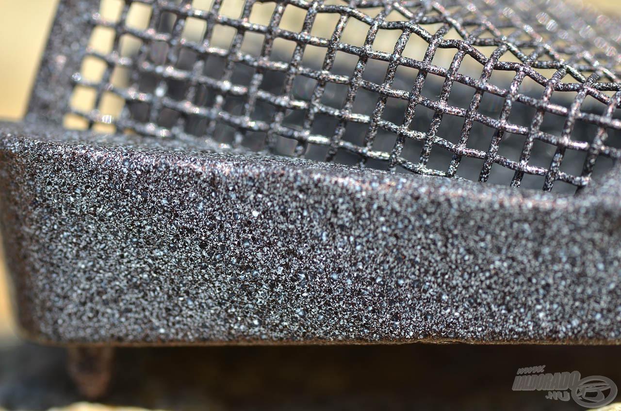 Érdemes szót ejteni a kosarak felületkezeléséről is, ami természetazonos, kőmintás bevonat