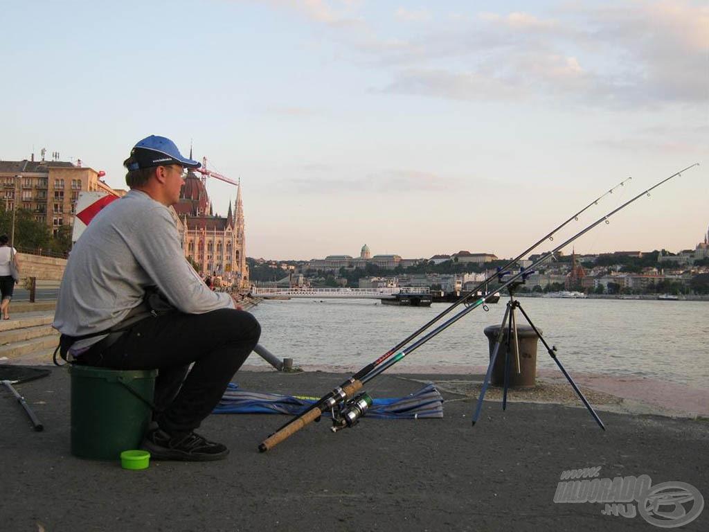 Egy a lényeg… gyorsabbnak kell lenni a többi horgásznál! Ide nem lehet egyébként elég korán érkezni…