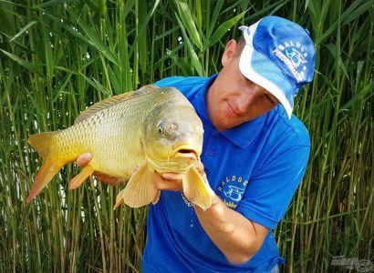 Matchbotos kalandok I. – Gyümölcsfaló pontyok a Dzsindzsa Horgásztavon