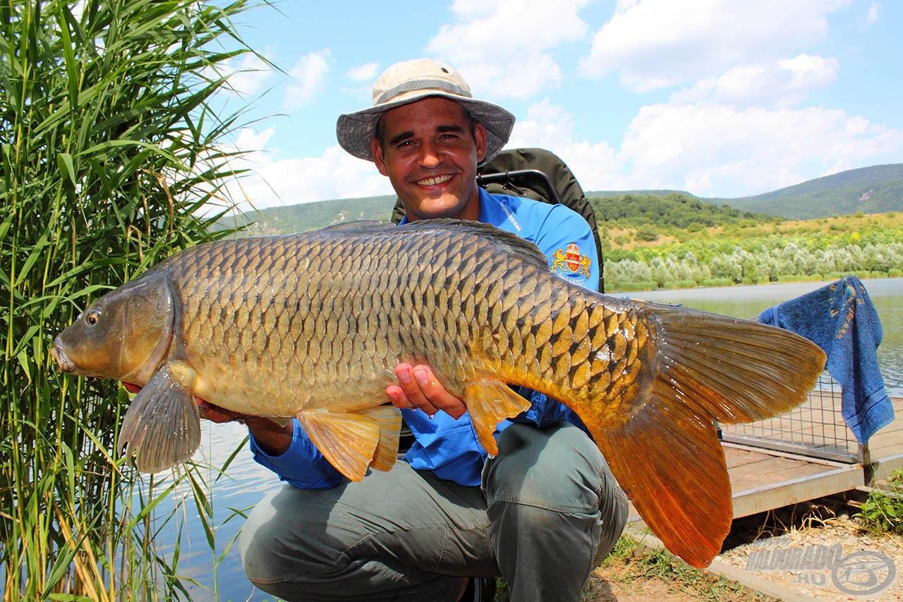 Rajong a finomszerelékes horgászatért, de az ilyen pontyok az ő szívét is megdobogtatják