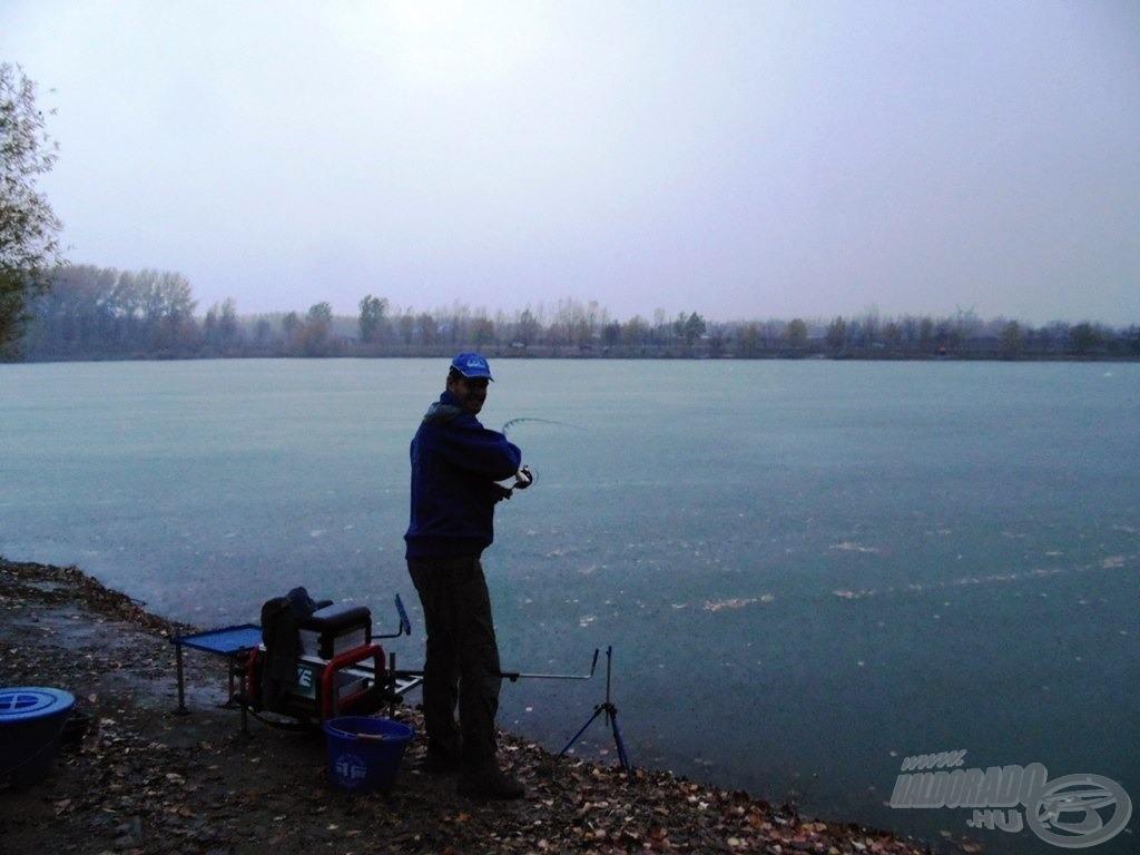 Szakadó esőben, viharos szélben, átázva… de horgászva!!!