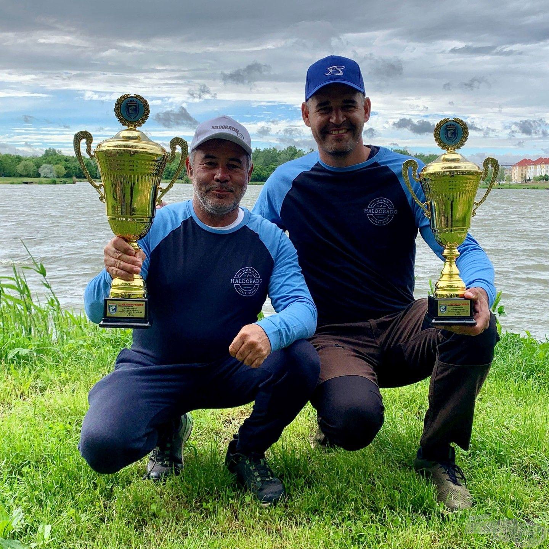 Sipos Gábor és Csővári Tibor, a Haldorádó Method Feeder Team tagjai a Palotavárosi-tavon megrendezett Method Feeder OB középdöntőjén a 2. és a 3. helyezést szerezték meg