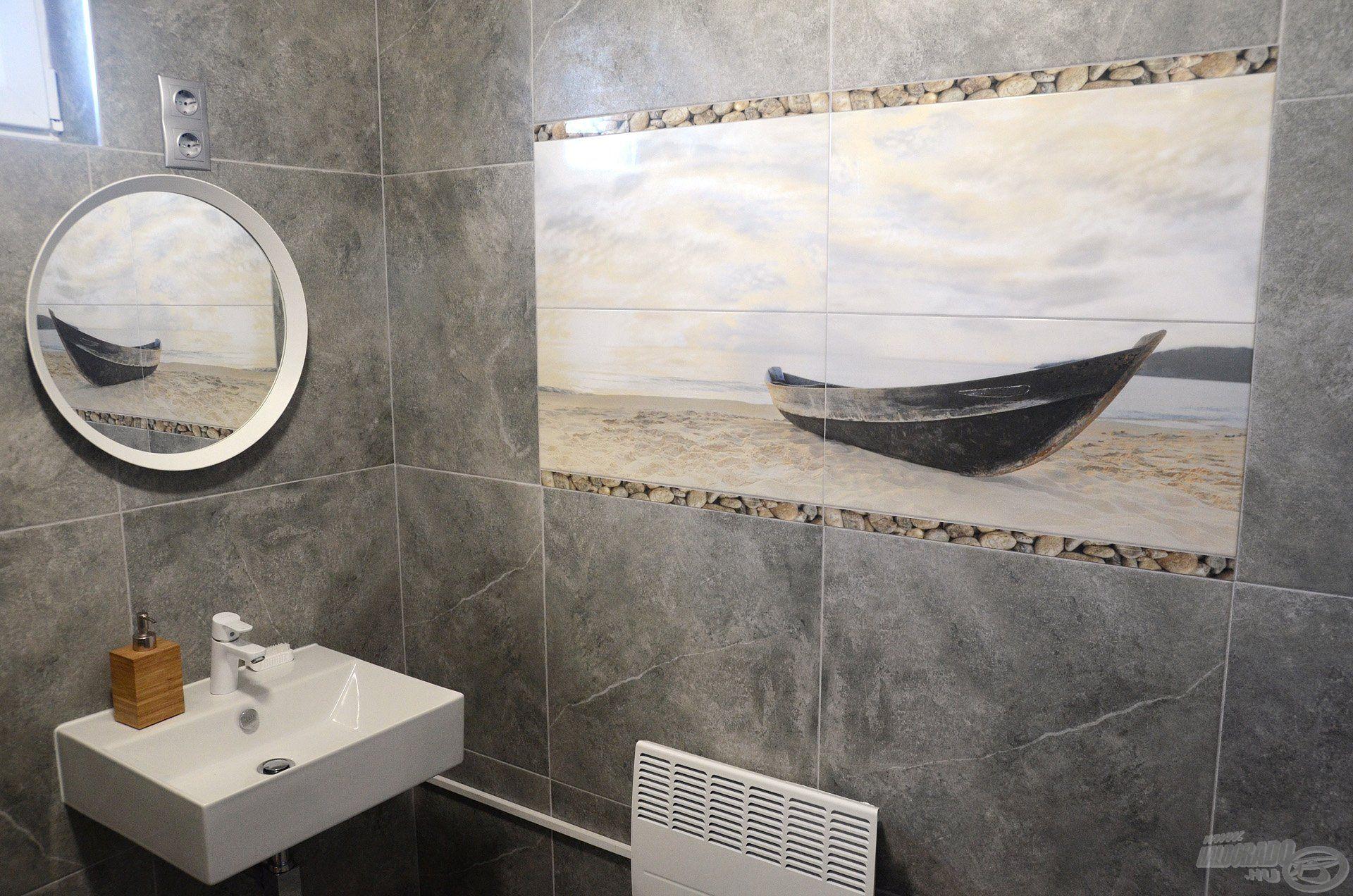 Az épülethez méltó, igényes kialakítást kapott a fürdőszoba is
