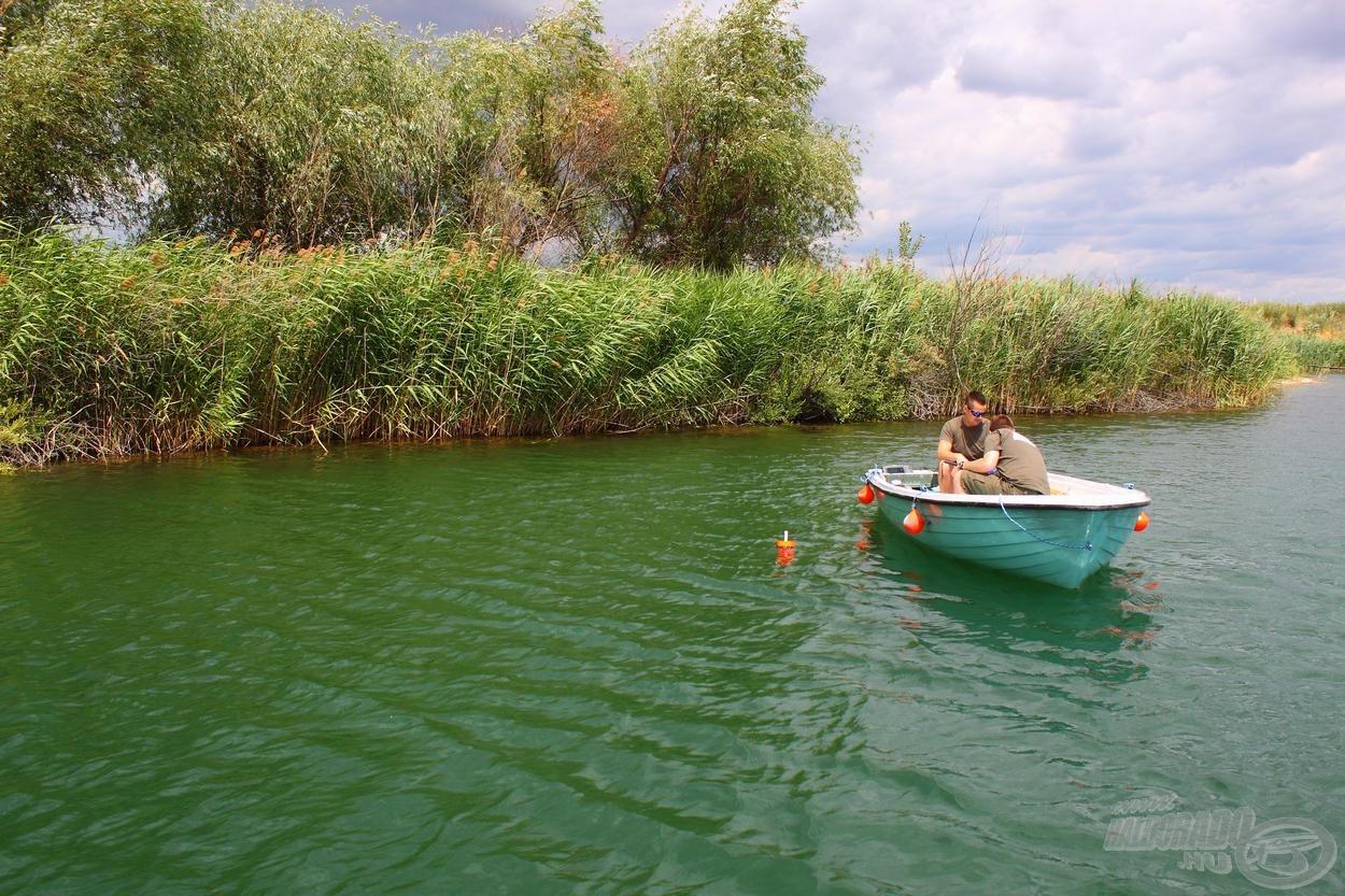 Kettőt sekélyebb, 3-4 méteres vízben helyeztünk el…