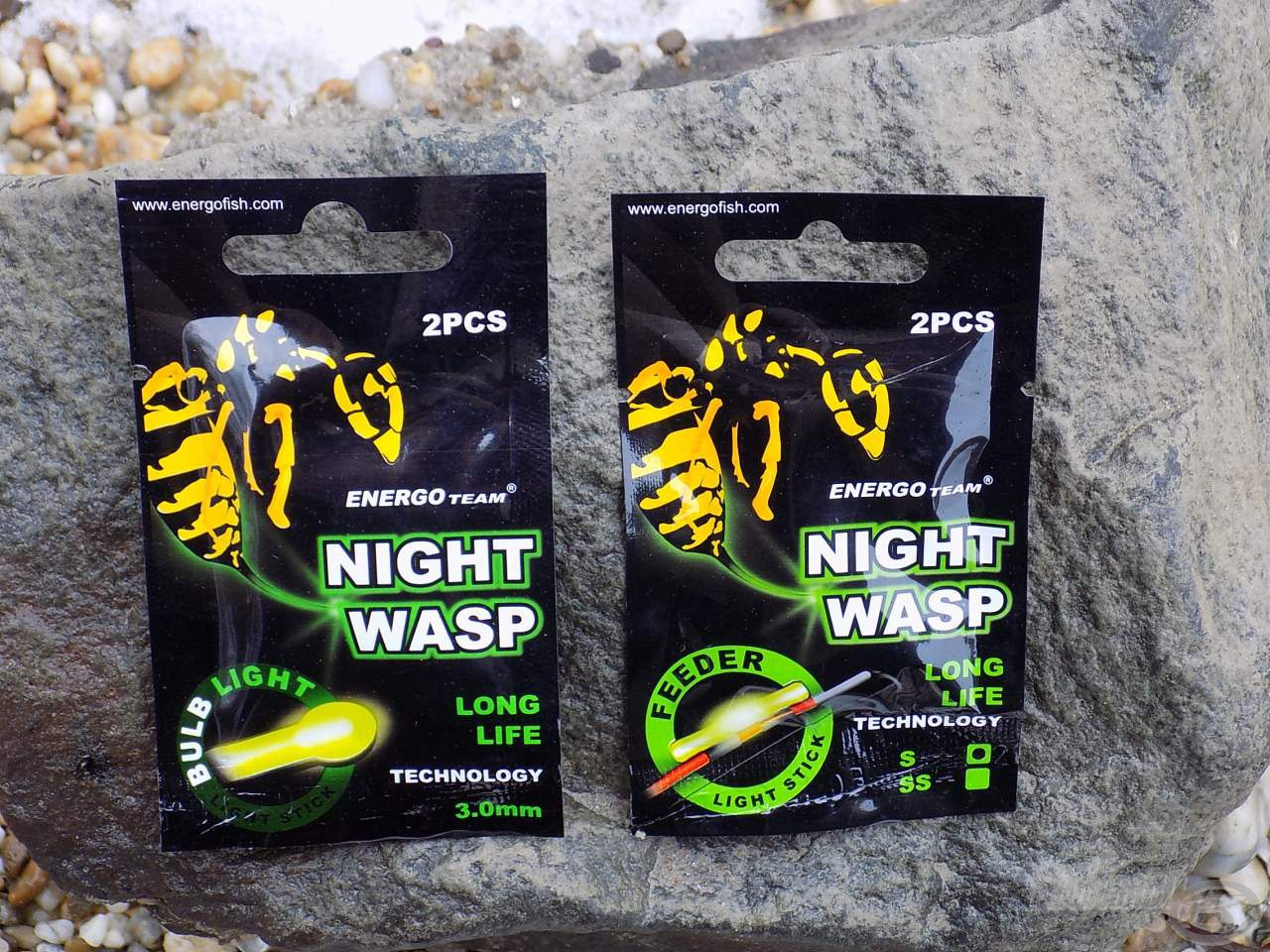 ET Night Wasp Bulb és Feeder patronok tartósságot szavatoló csomagolásban