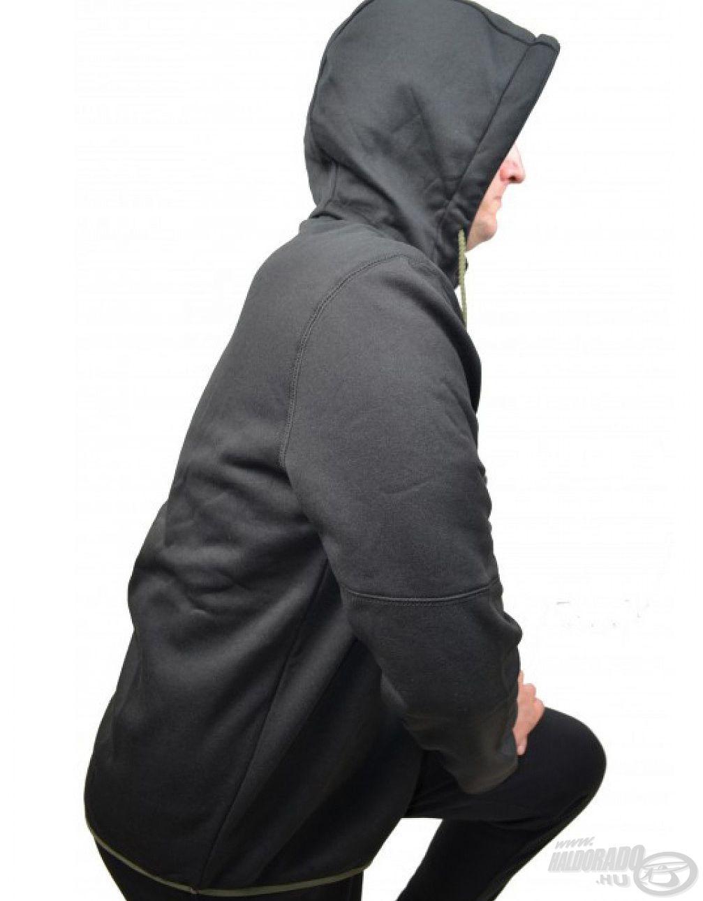 A ruha levehető kapucnival rendelkezik