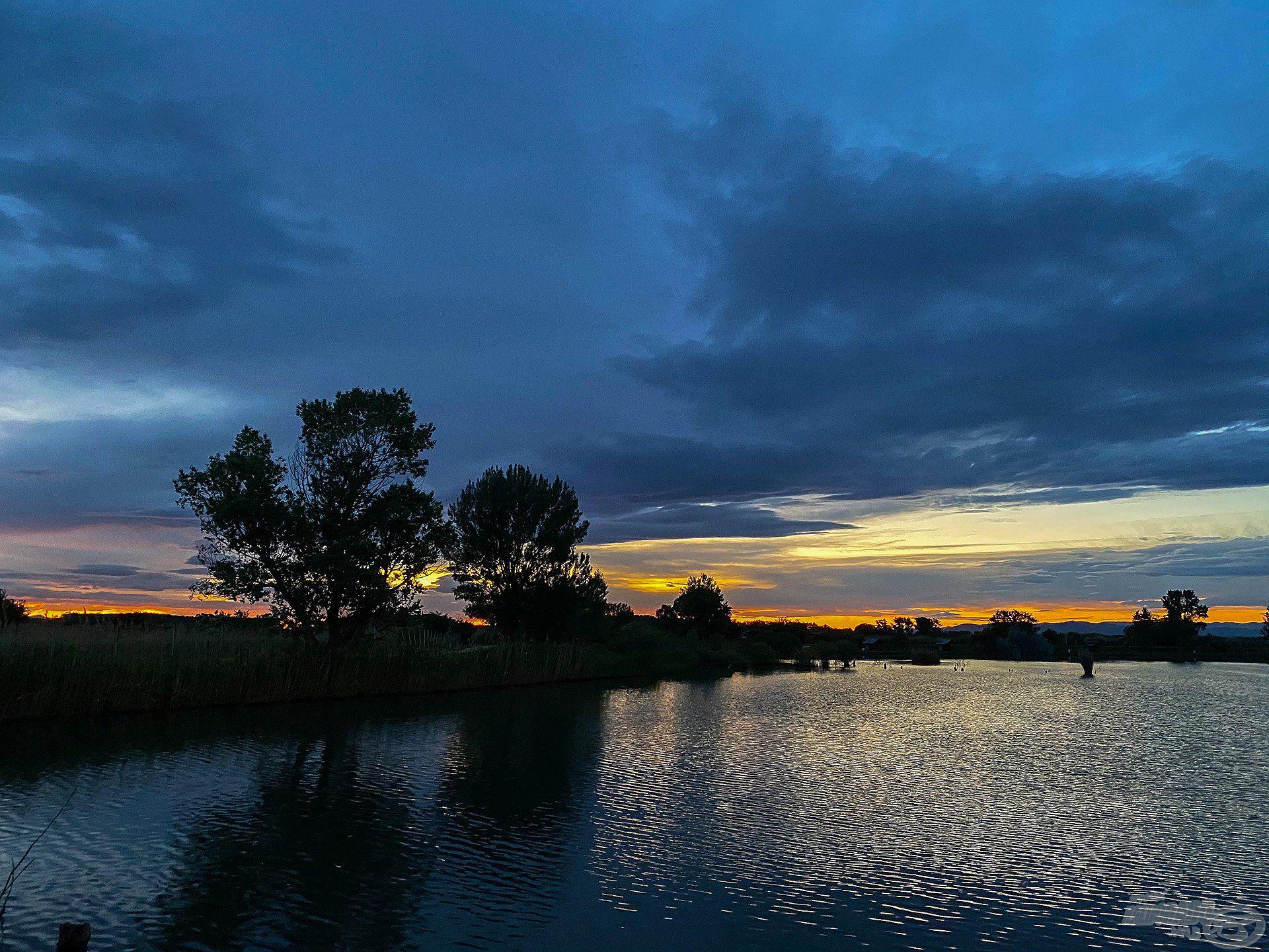 Hajnalban csörgött az óránk, már pirkadatkor kimentünk a horgászhelyünkre és megkezdtük a napot