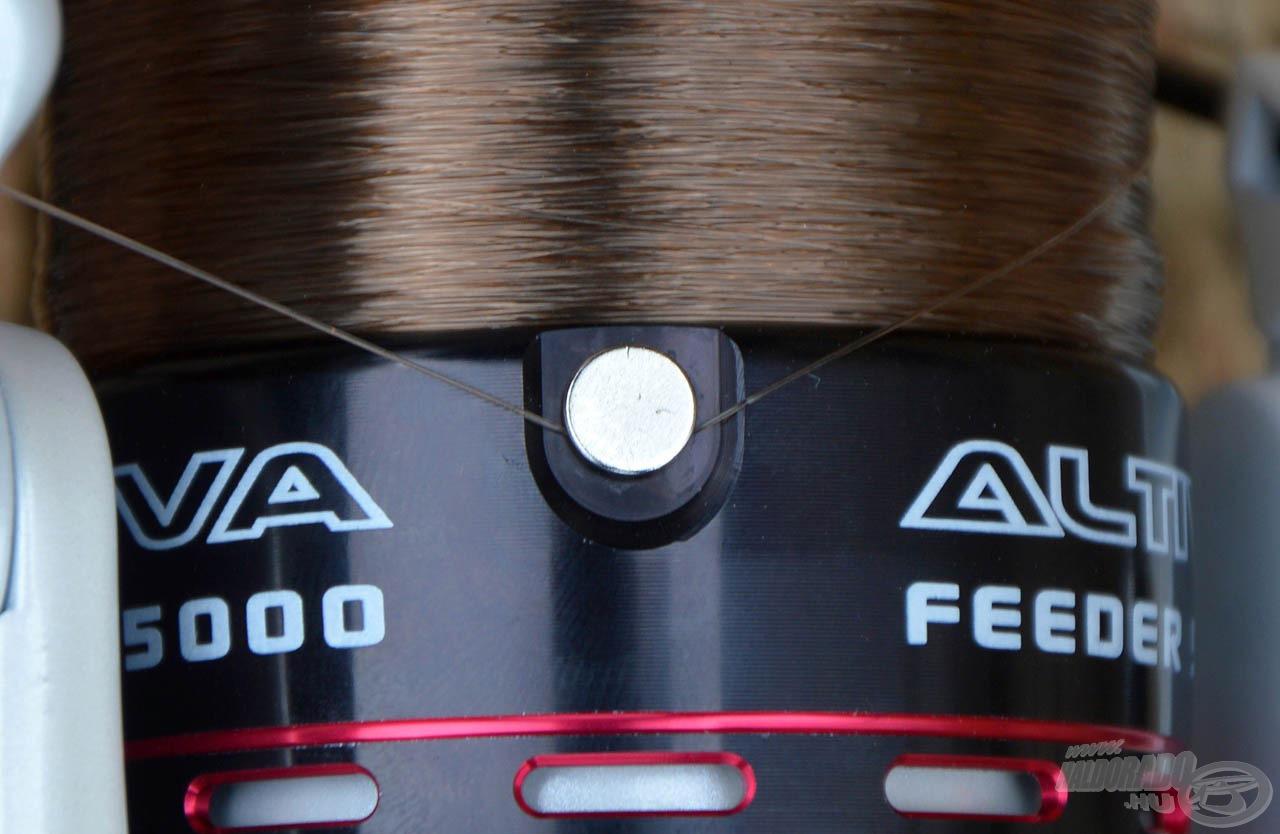 A lekerekített, rugós zsinórklipsz már alapkövetelmény a modern feeder orsóknál