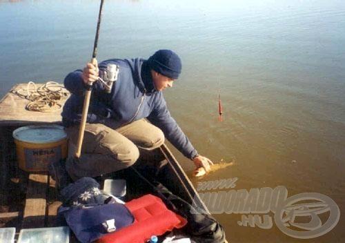 Érkezés a csónakhoz ...