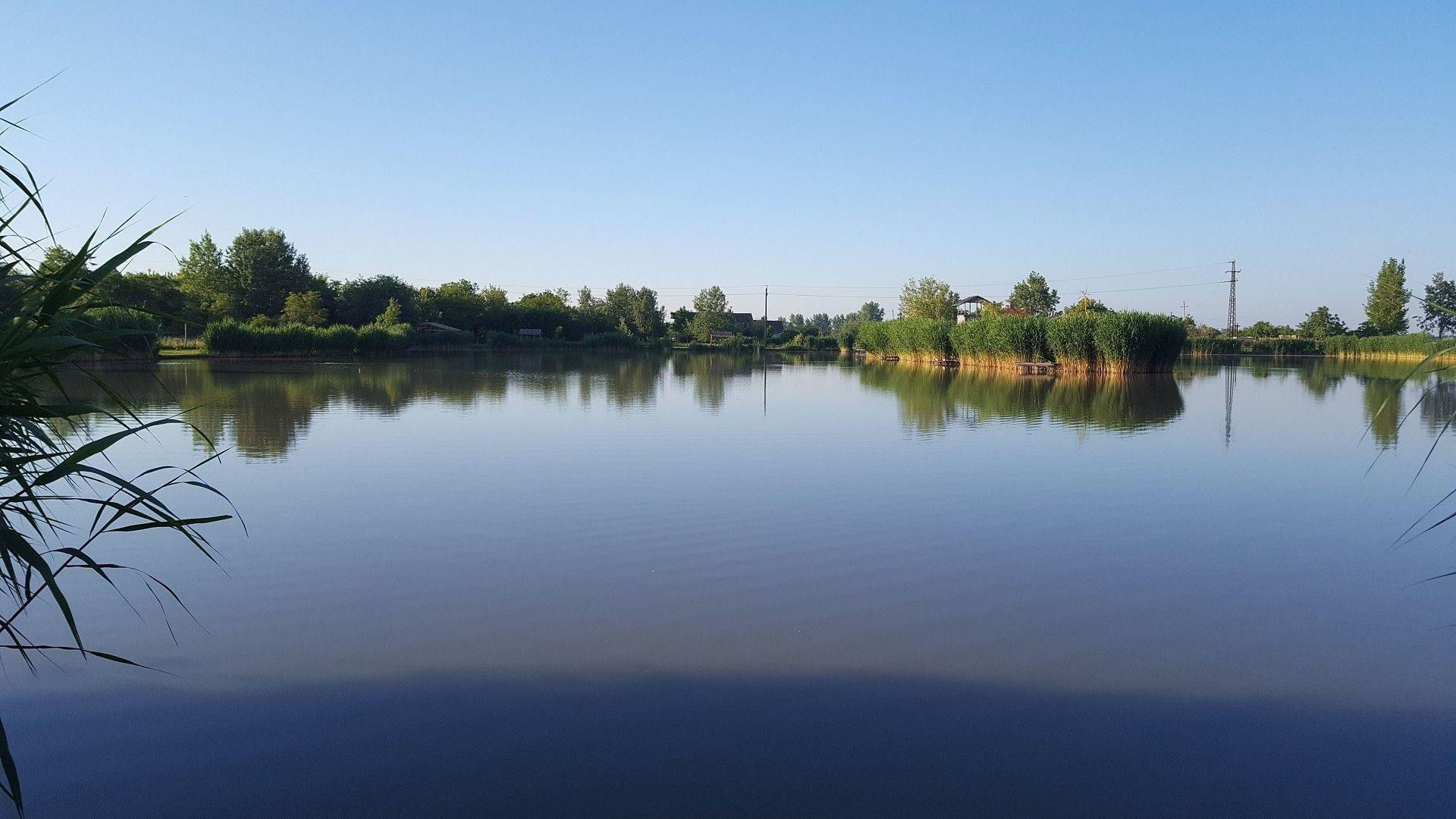 Derült ég, tükörsima víz, egy könnyed horgászathoz tökéletes körülmények!