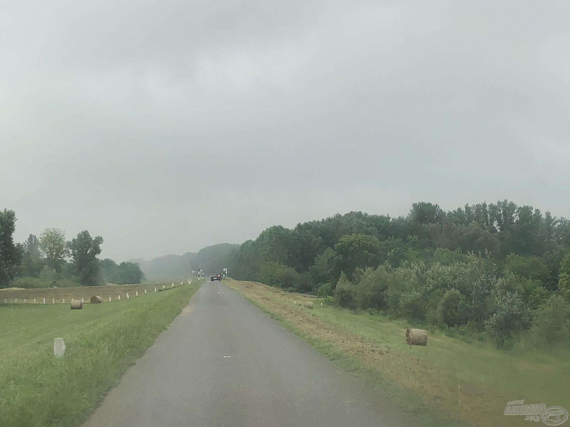 200 méterrel előttünk konkrétan szakadt az eső