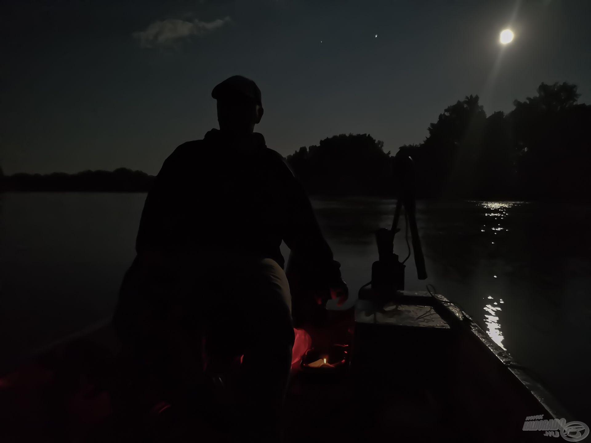 Reflektor nélkül lehetett hajózni, kb. itt éreztük azt, hogy az estének annyi…