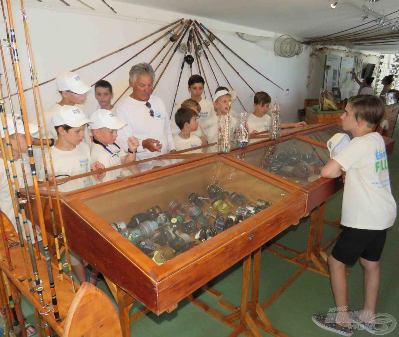 Gajdos Zoltánnál alkalmasabb személy nincs arra, hogy bemutassa a múzeum relikviáit