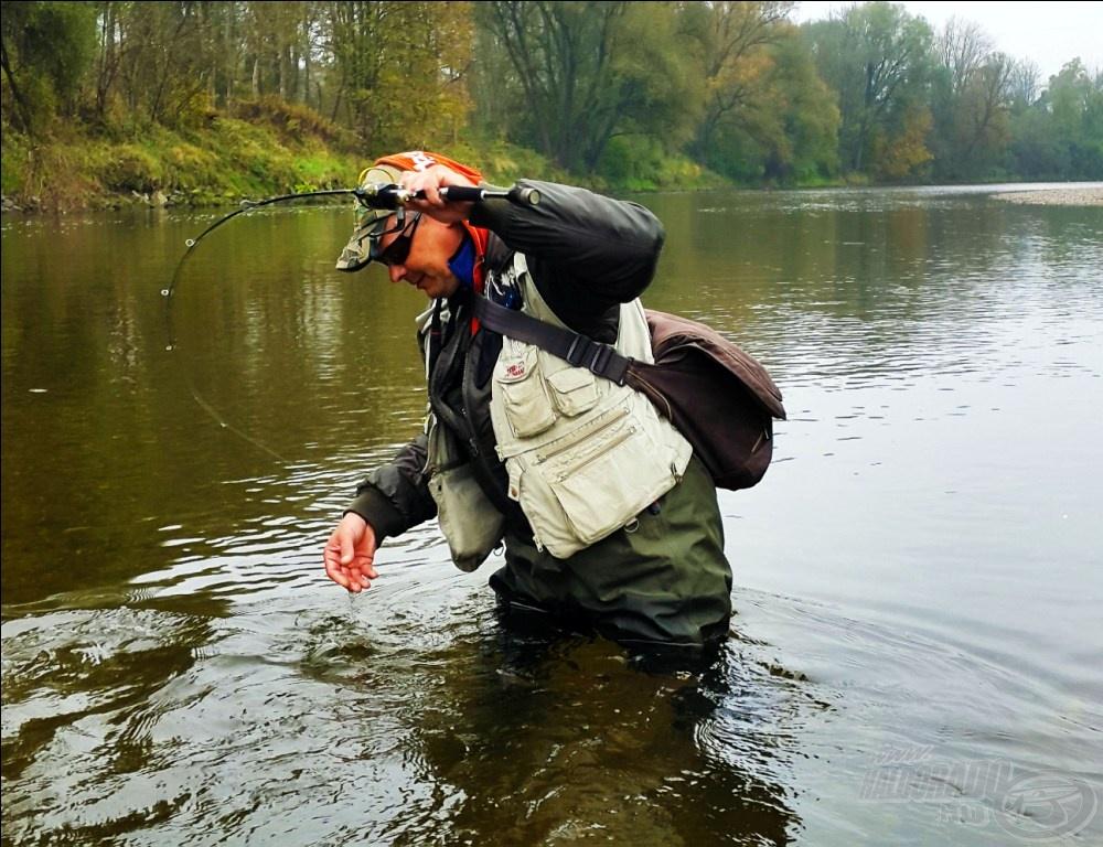 Valaki tanítsa már meg horgászni; ez a világtalan a háta mögött fáraszt!