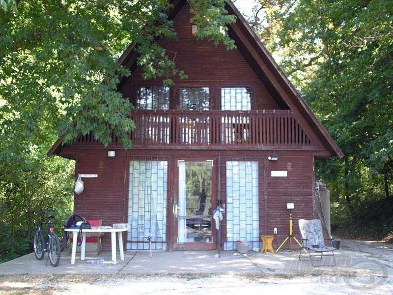 A gyönyörű vadvíz partján egy komplett nyaraló található - ha nem a saját szememmel látom, el sem hiszem, hogy van ilyen Magyarországon