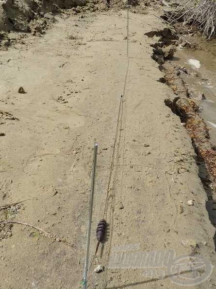 Két darab leszúrót egymástól 5 méter távolságban leszúrok a vízparton