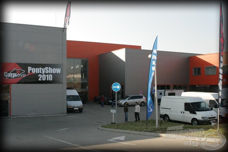 Az M1 Expo korszerű rendezvénycsarnok, Budaörs határában