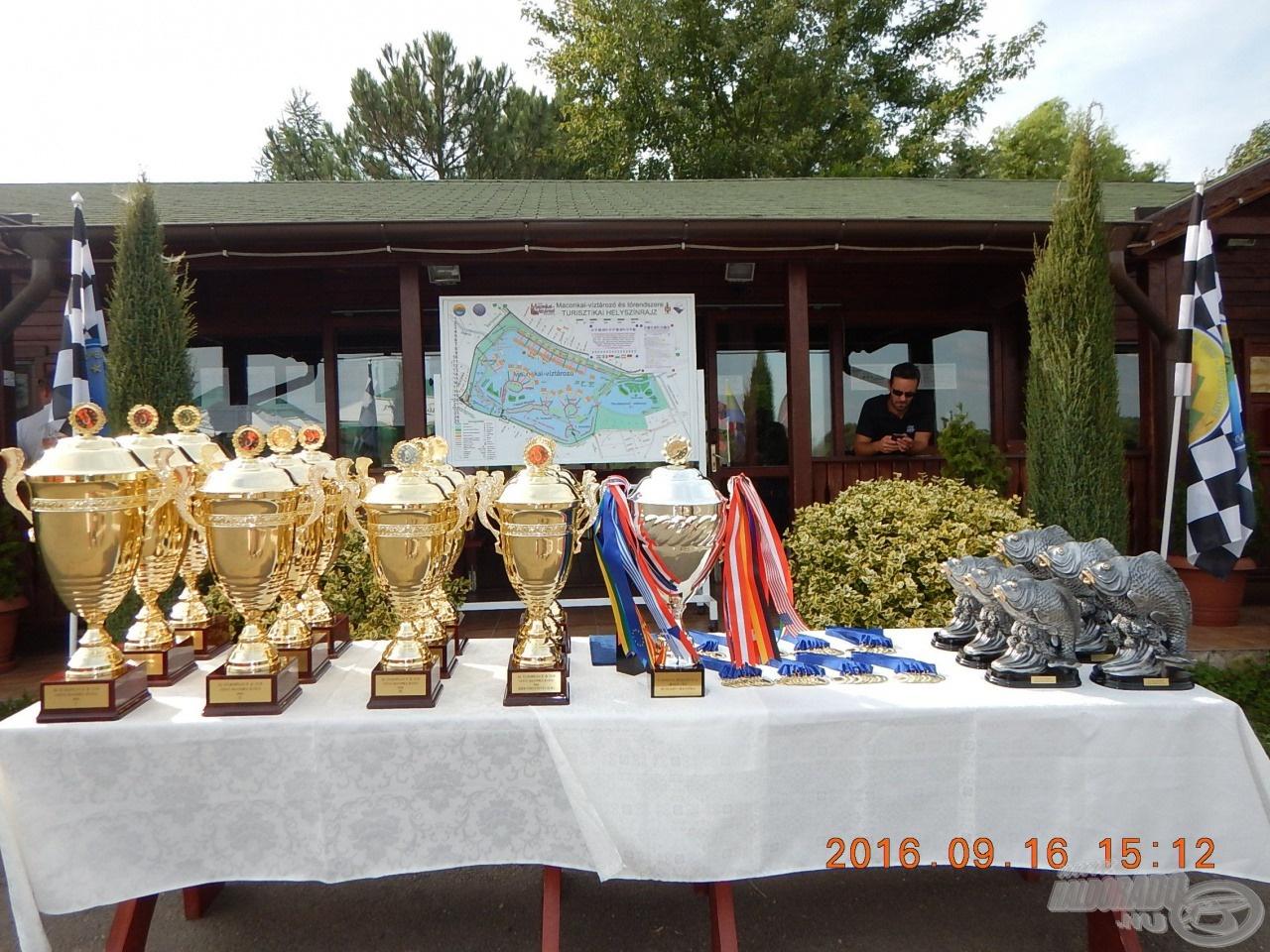Íme, az áhított EPBC díjak, érmek és az egyéb trófeák