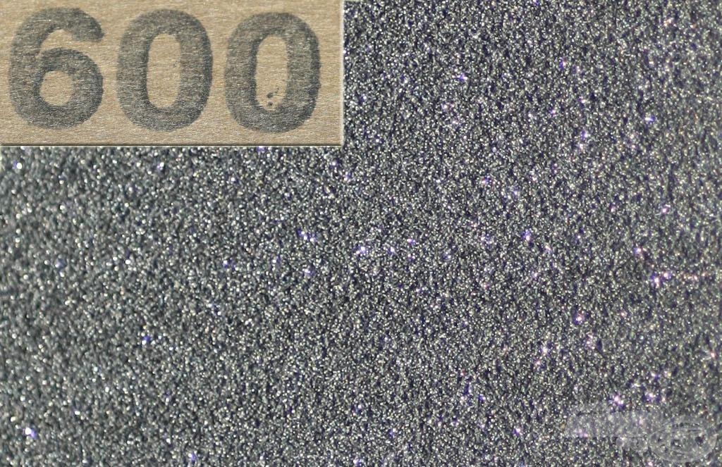 600-as finomságú csiszolópapír (ez is kereken 100 Ft volt a Praktikerben)