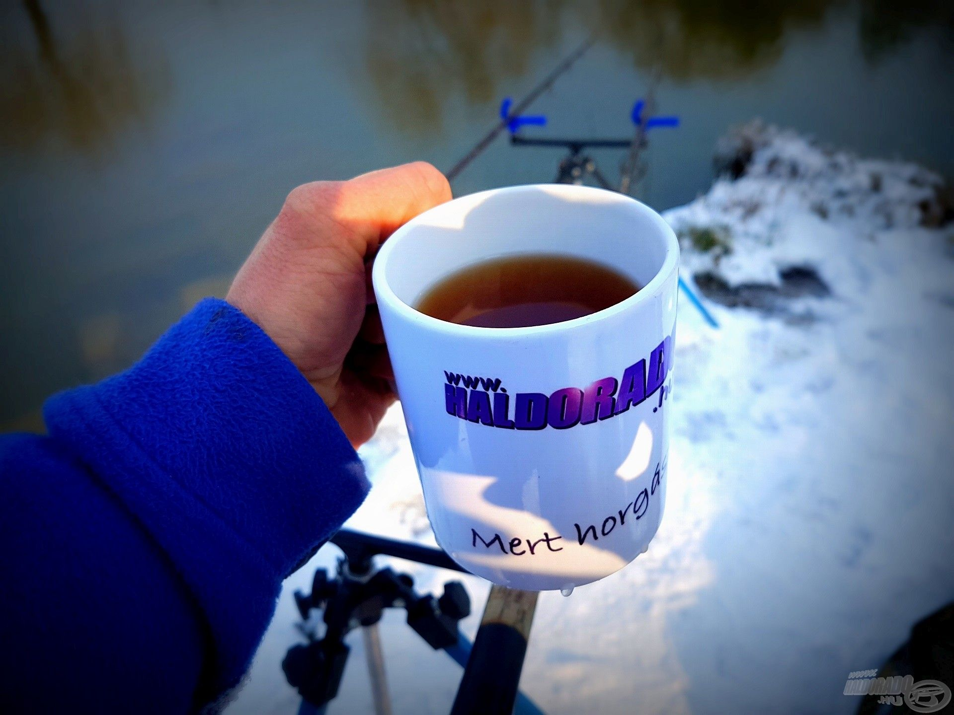Felüdülést jelentett a forró tea, amelyet ha hosszabb időre magára hagytam, meg is fagyott a bögrében!
