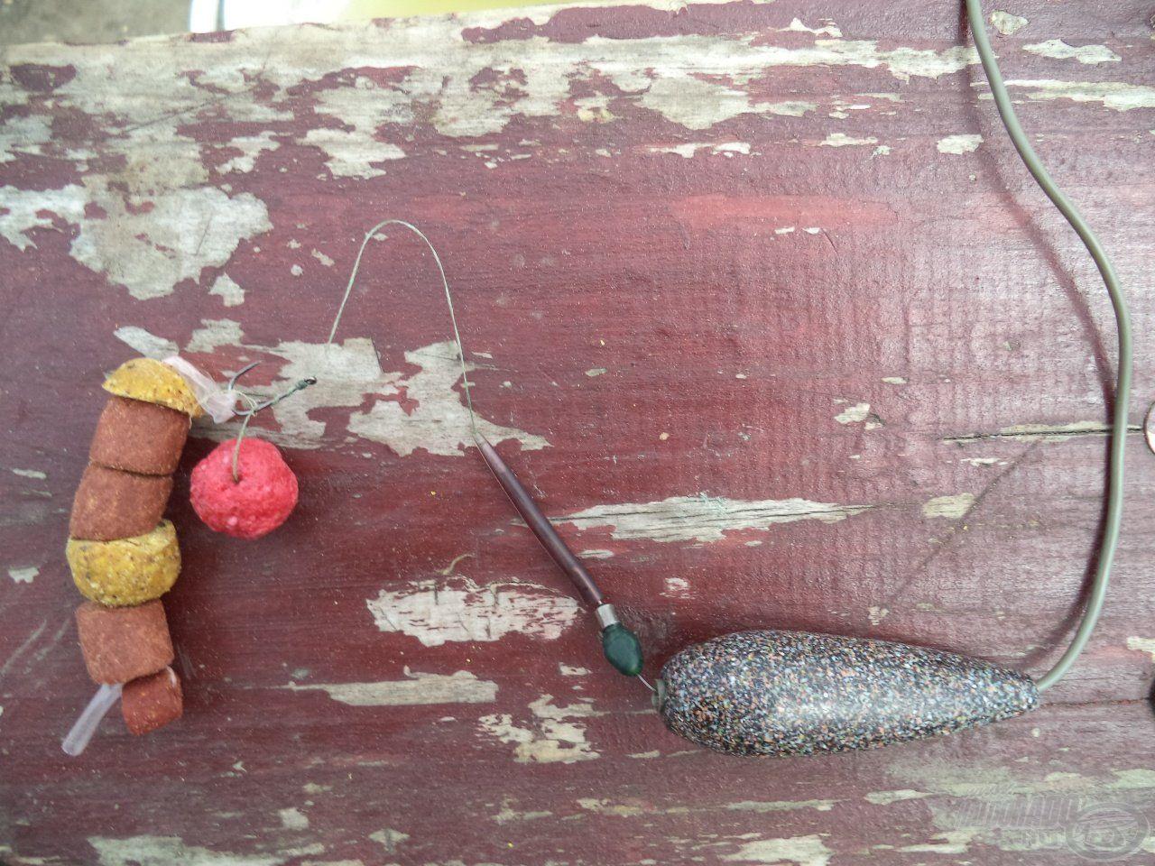 A végszerelék a horgon PVA szalaggal felkínál pár szem bónusz falattal
