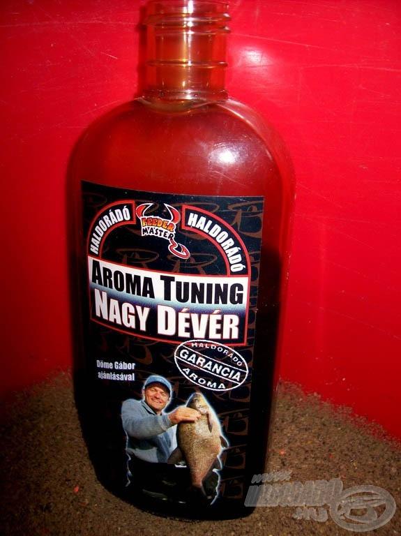 A Nagy Dévér Aroma Tuning folyékony aroma üvegének harmadát öntöttem az etetőanyagra