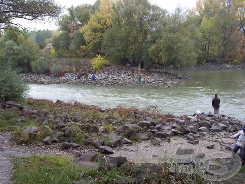 Ideális vízállásnál (Budapesten a Duna 200 cm) van a torkolatban bőven víz és hal is