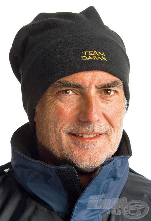 A dupla rétegnek köszönhetően hideg időben is garantáltan megvédi fejünket