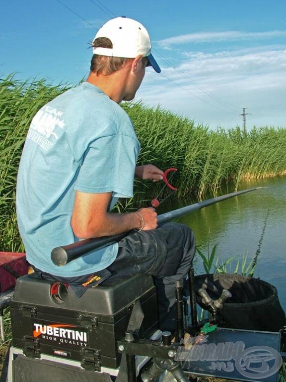Halanként egy kosárnyi búza elegendő ahhoz, hogy a halakat folyamatosan az etetésen tudjuk tartani