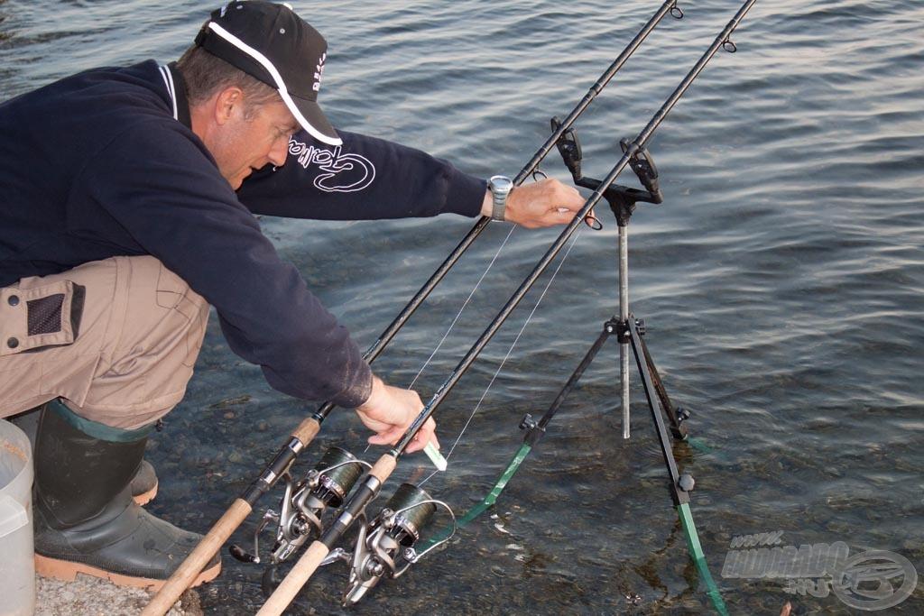 A pontos horgászat érdekében a bedobást kiakasztott zsinórklipsszel végeztem, de utána azonnal kivettem a klipszből. Megjelöltem a főzsinórt fehér filccel és kilazítottam az orsó fékjét