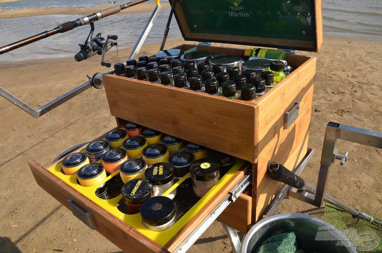 A bank angler horgászok praktikus doboza és egyben bottartó állványa mindent tartalmaz, amely az eredményes pontyfogáshoz kell!