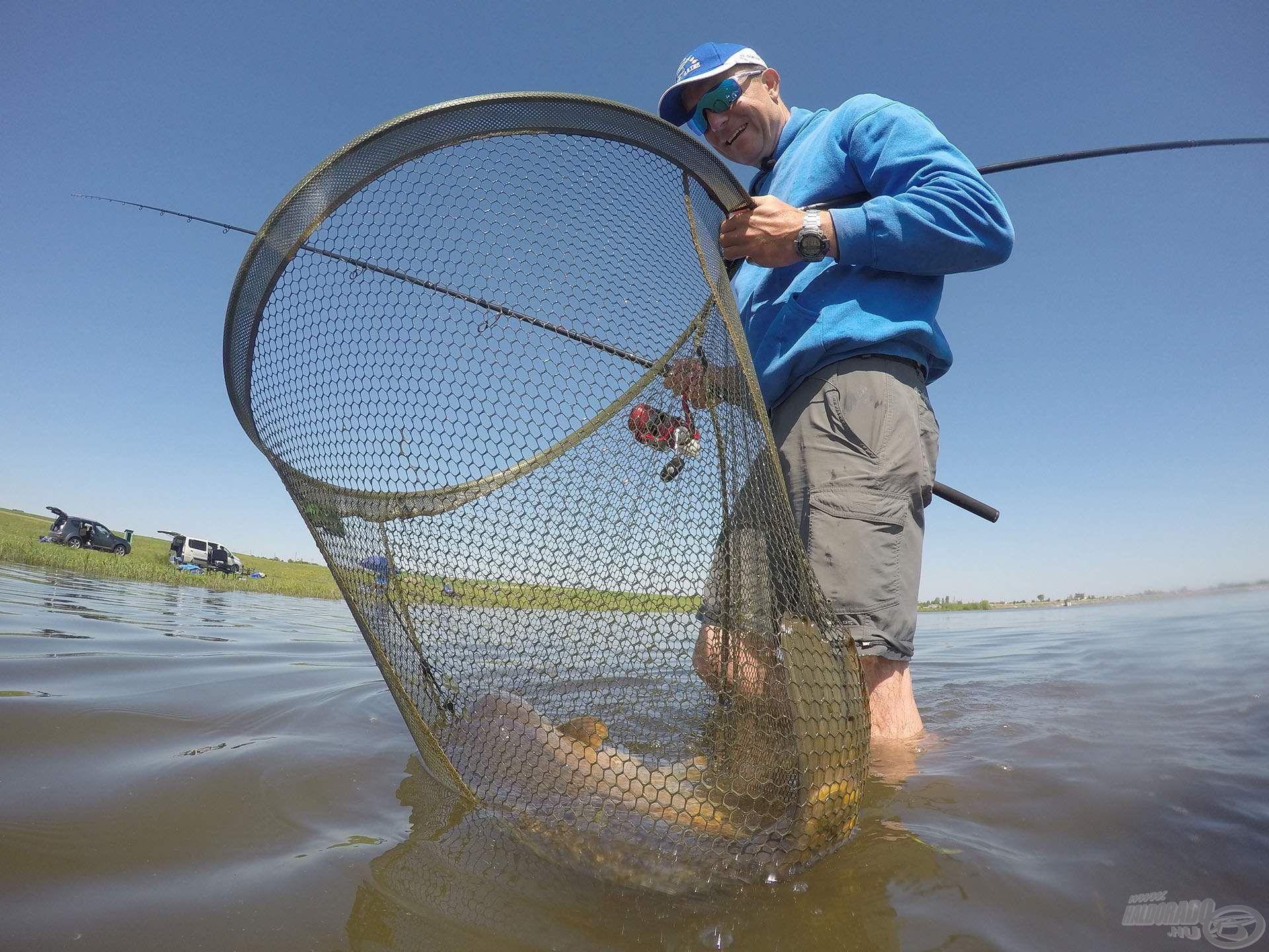 … így a legnagyobb halakat is biztonsággal terelhetjük szákba