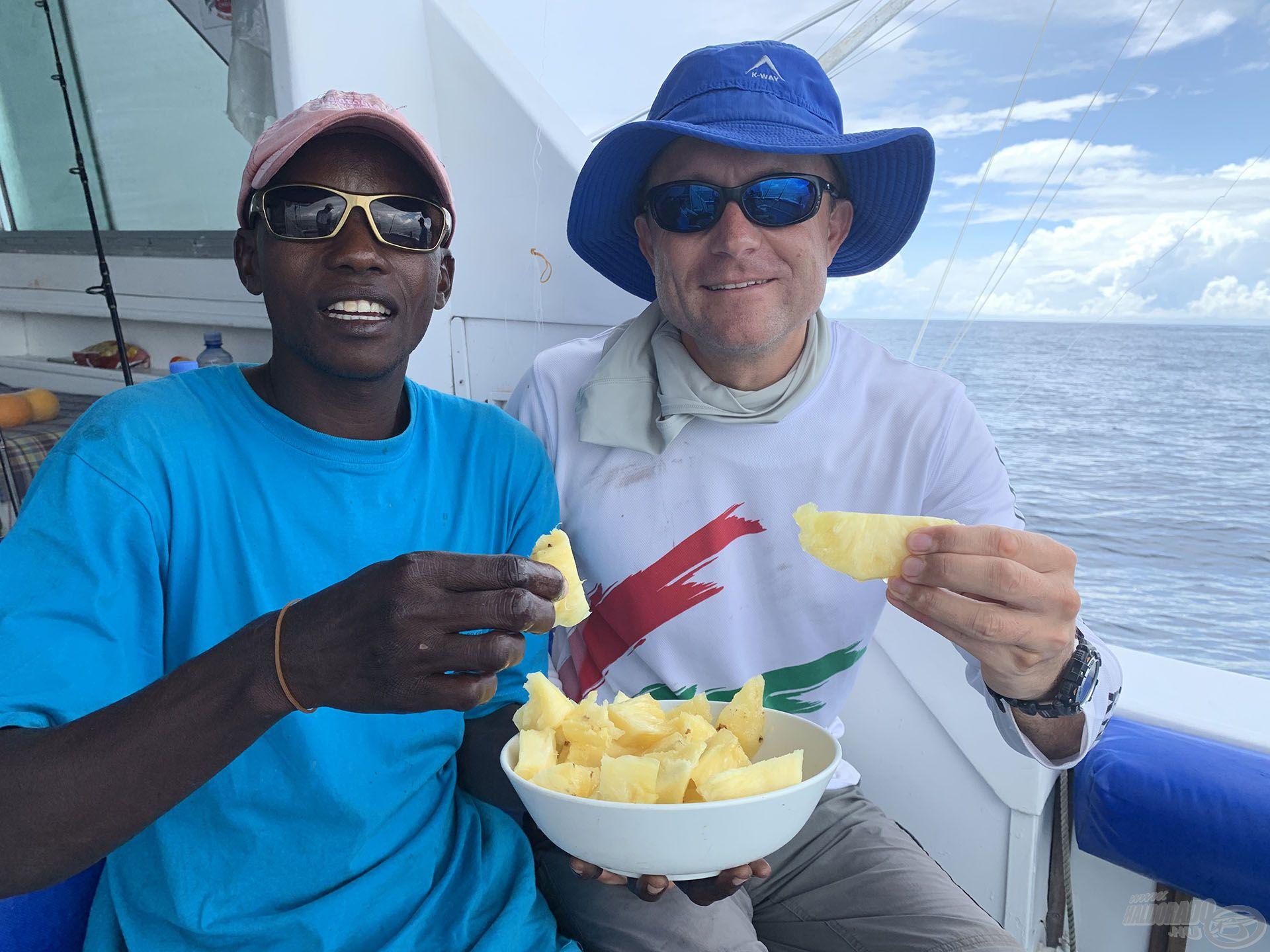 A hajón friss gyümölcsöket és vizet fogyasztottunk csupán, így lehet a legkönnyebben megelőzni a tengeribetegséget