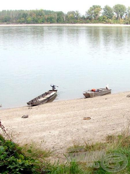 Csónakjaink a parton pihennek