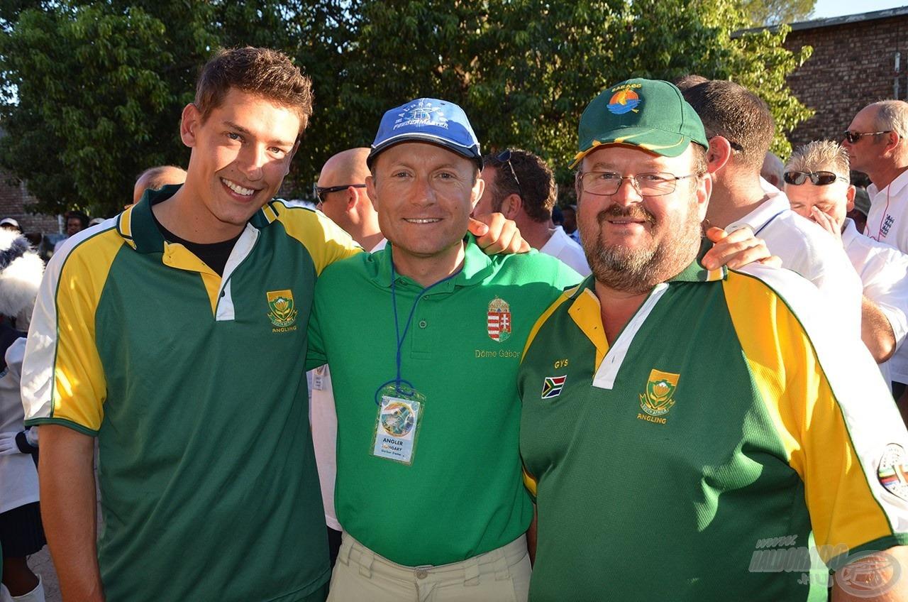 Gys Vd Westhuizen (jobbról), a dél-afrikai válogatott szövetségi kapitánya és Foord Neville, a nemzeti válogatott tagja (balról), akik mindketten nagyon sokat segítettek nekünk