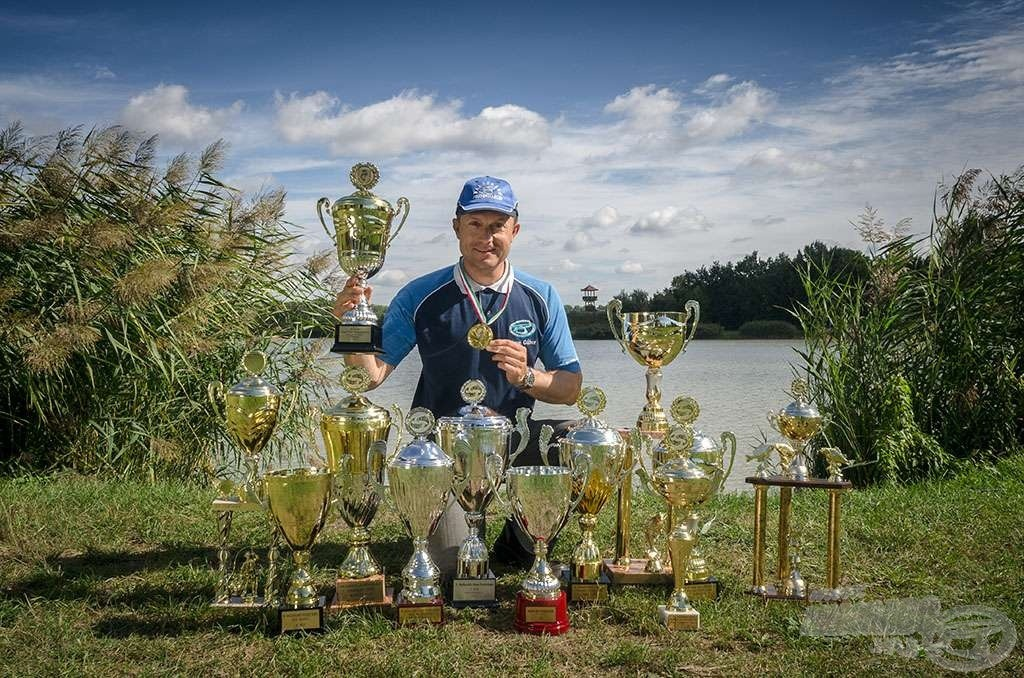 Ebben az évben, eddig 11 horgászversenyen vett részt Gábor. Ebből 8 alkalommal állt a dobogón, 5 versenyt megnyert. Íme, az idei kupa termése!