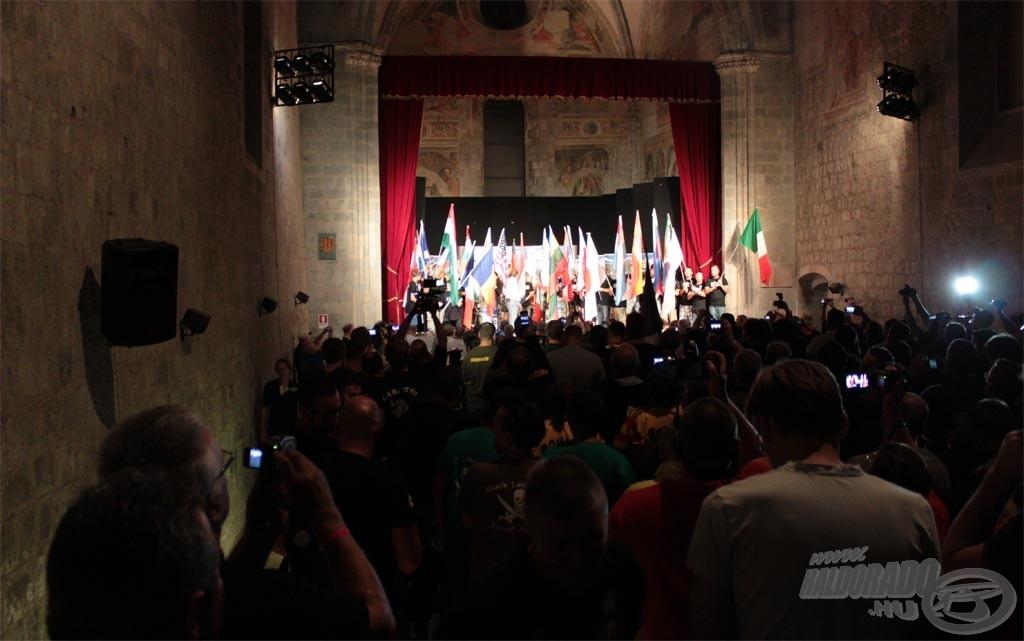 A WCC 2012-es megnyitóján minden csapat izgatottan várta a sorsolást