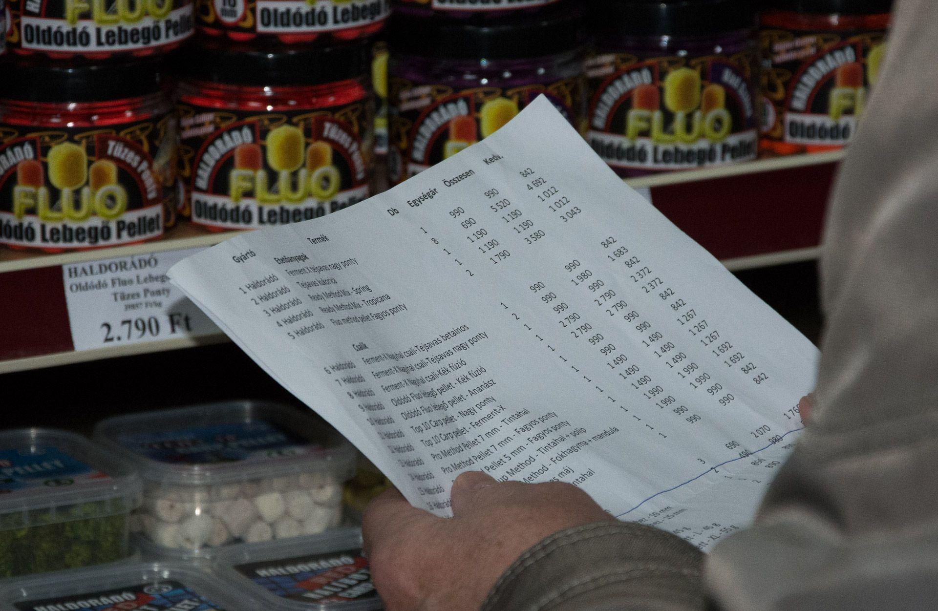 A legelső vásárlók is már komplett listával érkeztek