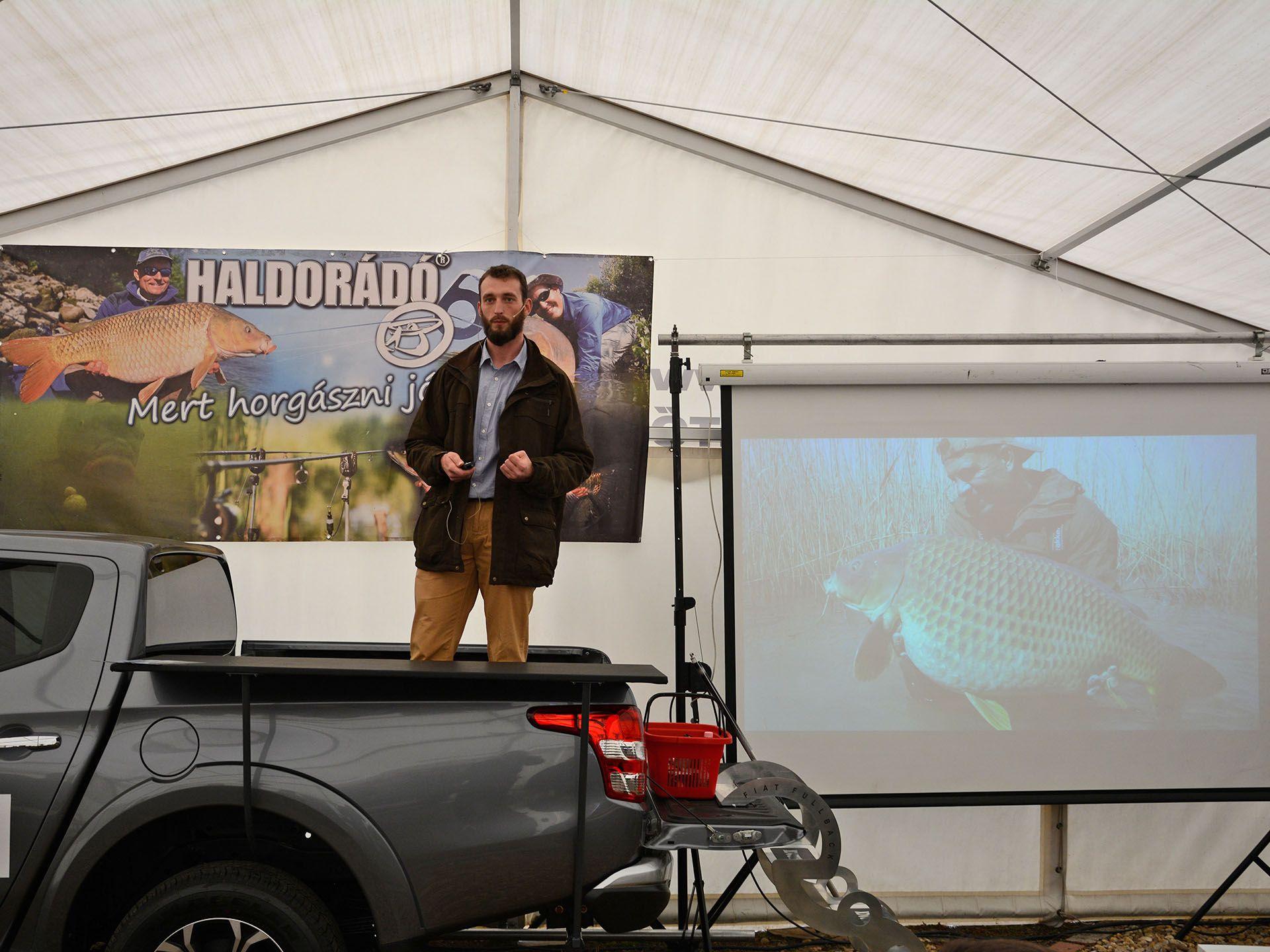 Tulipán Tibor a balatoni behúzós horgászatról tartott előadást