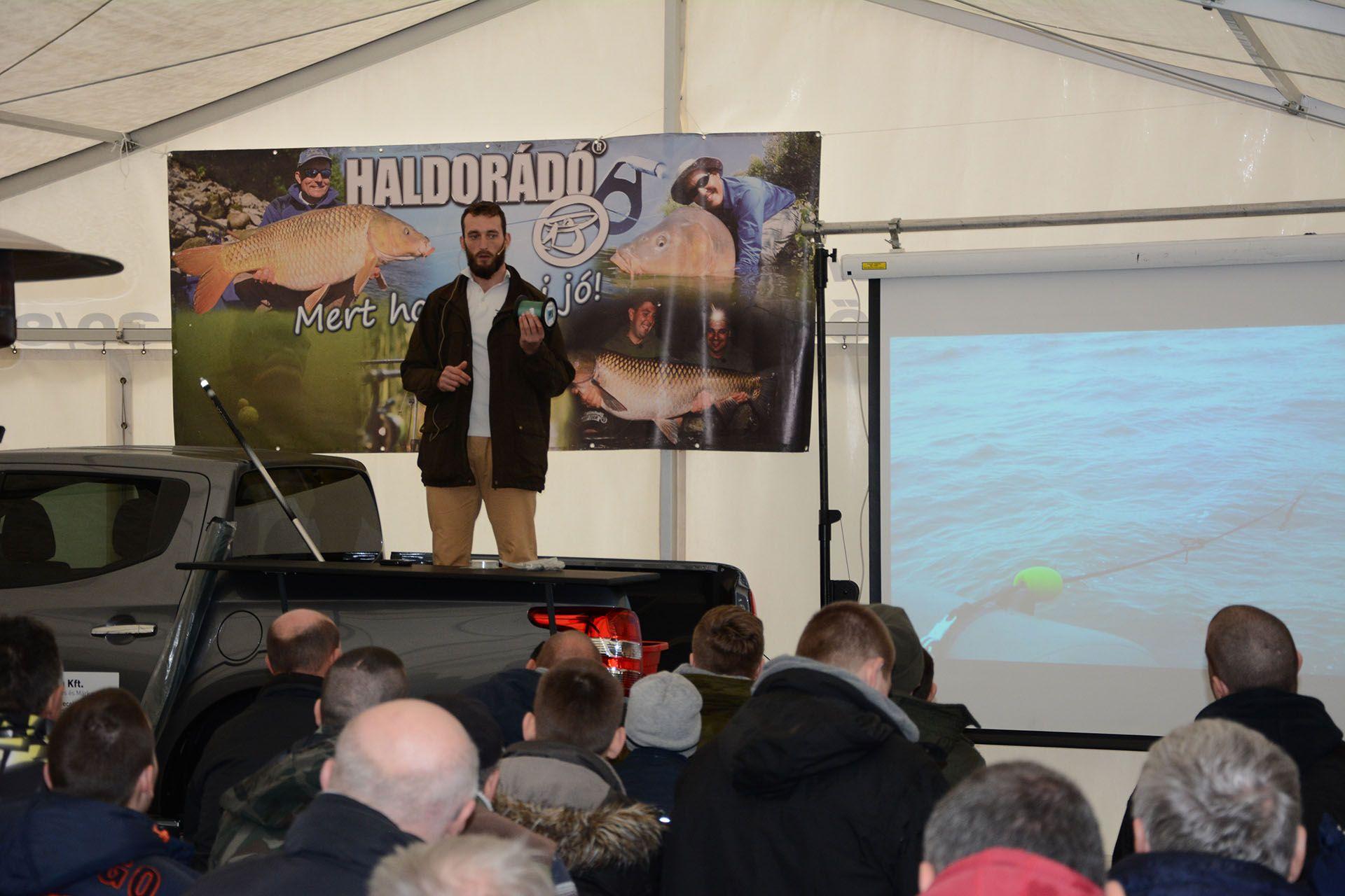 Érdekes előadást tartott Tulipán Tibor a bojlis behúzós horgászatról a Balatonon témában