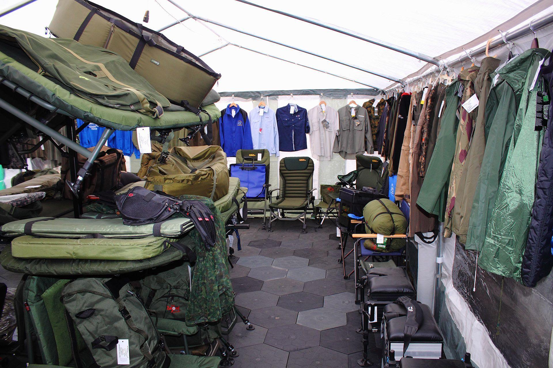 Szintén közkedvelt a külső helyszínek közt a bojlis sátor, ahol a pontyhorgászat darabosabb kiegészítői találhatóak