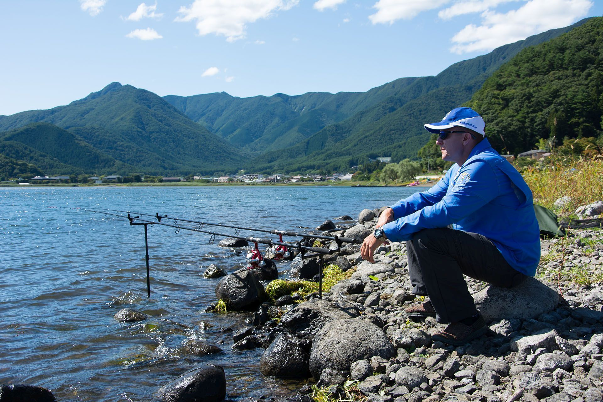 Gábor élete a horgászat, megszállottan keresi a tökéleteset! Nap mint nap komoly erőfeszítéseket tesz termékeink fejlődéséért, legyenek bármilyen zordak a körülmények, vagy legyen bármilyen messze egy horgászhely, ahol újabb ismeretekkel gyarapodhat…