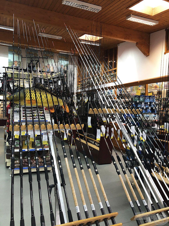 A boltba belépve katonás rend és bőséges választék fogadja a látogatókat