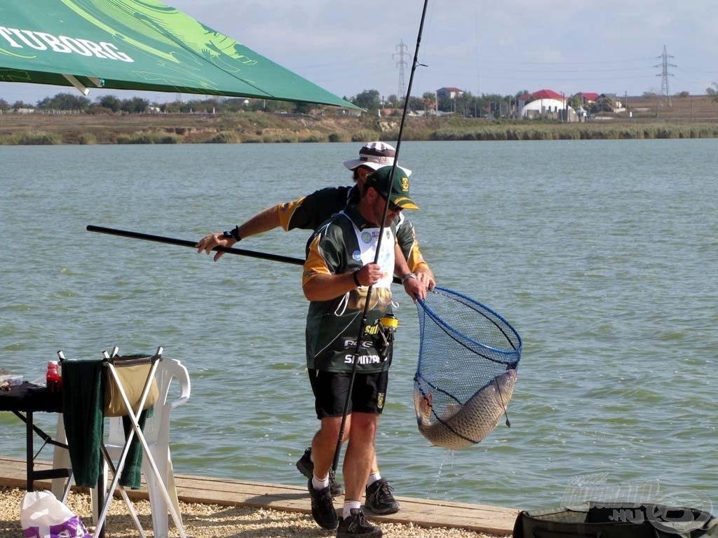 A négyszeres VB-győztes dél-afrikai csapatnak - elmondásuk szerint - nem sikerült megfejteni a vizet