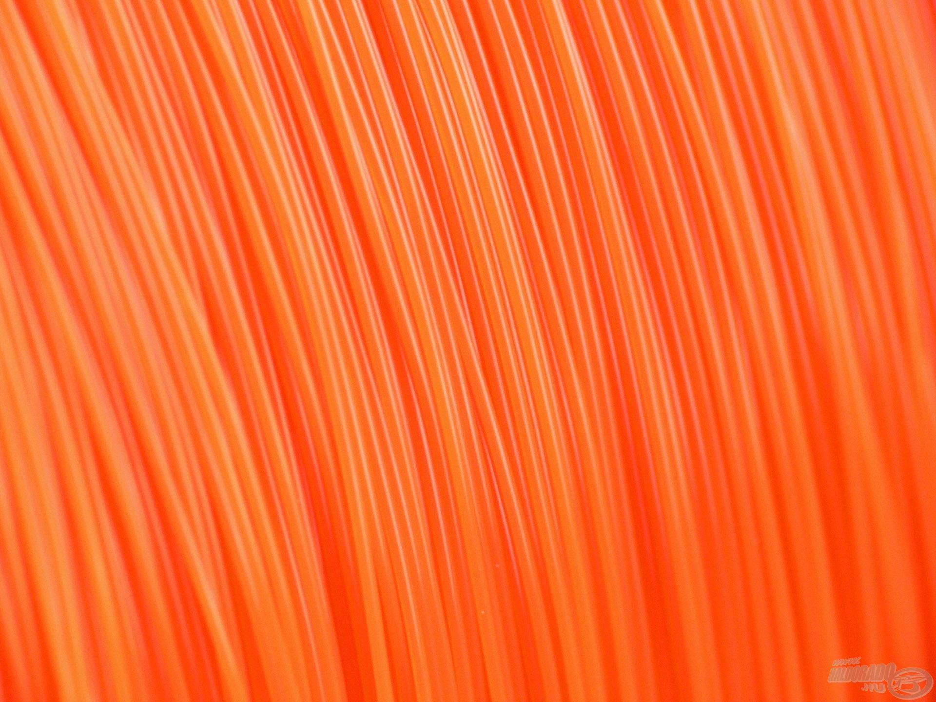 A zsinór szemrevaló narancssárga színe nemcsak jól mutat az orsókon, hanem nagy előnyt is jelent az éjszakai horgászatok során