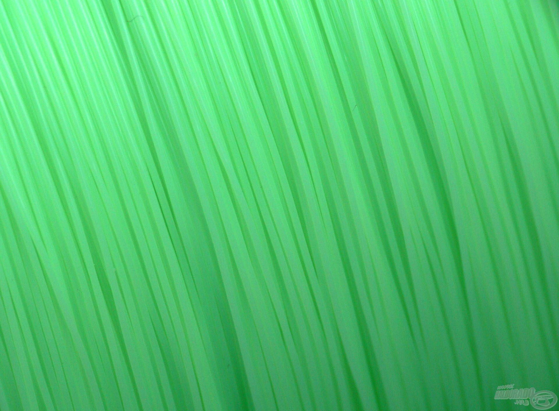 Zöld színének köszönhetően különösen jól látszik éjszakai horgászat során, de a halakban egyáltalán nem keltgyanút